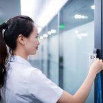 4 raisons de contrôler les accès à votre local professionnel par un badge magnétique
